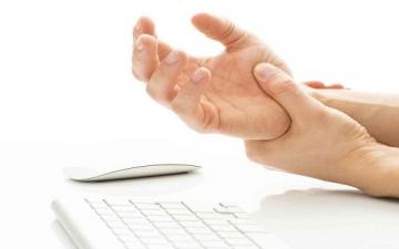 6 مشكلات وراء شعورك بألم مستمر فى المعصم لا تتجاهلها
