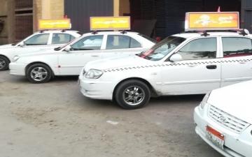 محافظة القاهرة تسمح للتاكسى الأبيض بتعليق لوحات إعلانية مقابل رسوم