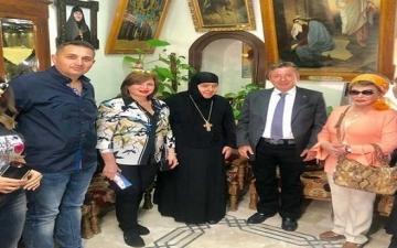 إلهام شاهين ترد على انتقادات زيارتها لسوريا
