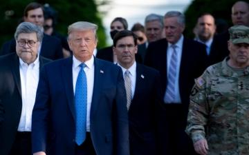 ترامب يصف الاحتجاجات بأنها أعمال إرهاب داخلية