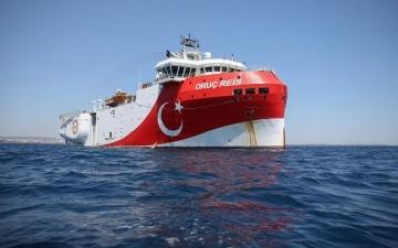 """اليونان : إرسال تركيا لسفينة """"أوروتش رئيس"""" إلى المتوسط تهديد مباشر للسلام"""