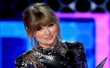 تايلور سويفت تفوز بثلاثة جوائز فى حفل American Music Awards