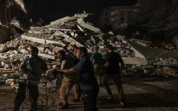 استشهاد 7 فلسطينيين من عائلة واحدة بينهم 5 أطفال في قصف إسرائيلى على مبانى سكنية غرب غزة
