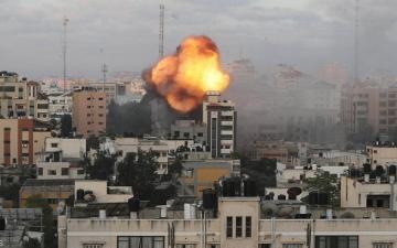 مواجهات غزة تدخل يومها العاشر .. تواصل الغارات الإسرائيلية على القطاع وحماس ترد باطلاق الصواريخ
