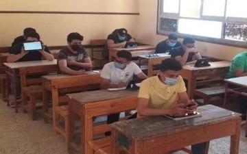 طلاب الثانوية العامة يؤدون اليوم امتحان الكيمياء والجغرافيا دور ثاني
