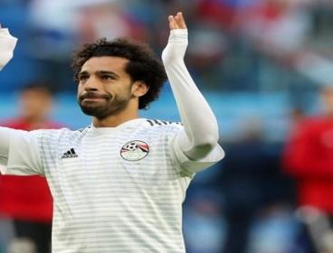 بالفيديو.. محمد صلاح يوقع باسمه على الكاميرا فى ودية غينيا