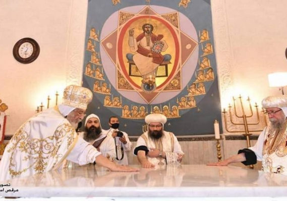البابا تواضروس يدشّن كنيسة القديسين بالإسكندرية