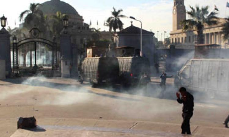 النيابة تنتقل لمستشفى القصر العينى لسماع اقوال المصابين فى اشتباكات الامس