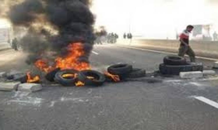 الإخوان يشعلون النيران فى إطارات السيارات بالفيوم