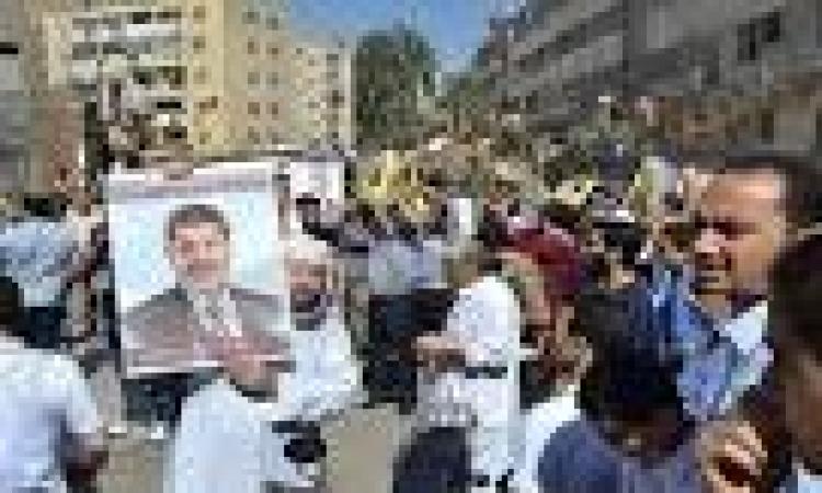 المئات بالإسكندرية تطالب بعودة المعزول والإفراج عن المعتقلين