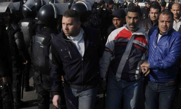 أمن بني سويف يلقي القبض على 3 من عناصر المحظورة ولديهم وثائق خطيرة
