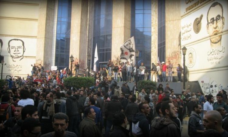 """صحفيون يتظاهرون أمام النقابة للمطالبة بـ""""القصاص لميادة"""""""