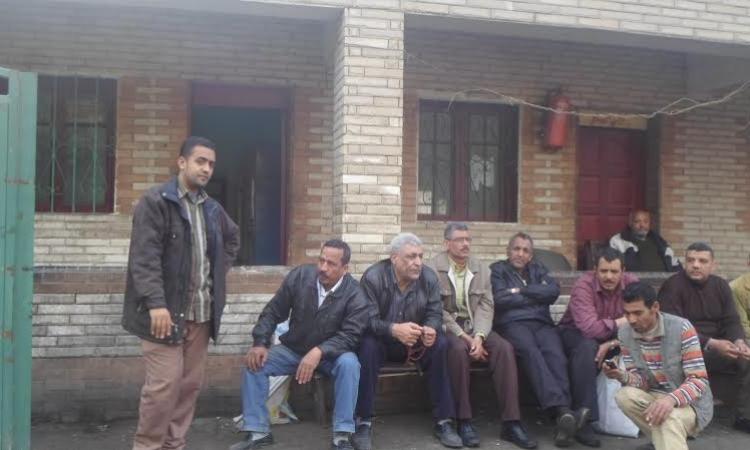إضراب عمال الزجاج الدوائي بالسويس للمطالبة بمستحقاتهم المالية