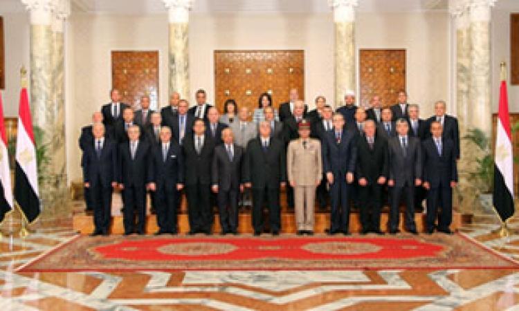 أحزاب وسياسيون :الإستقالة متأخرة ولابد من حكومة إدارة أزمات