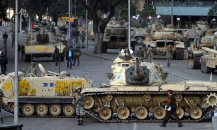 """ضبط عضوين بـ""""أولتراس"""" يلتقطان صورًا لدبابات الجيش بالتحرير"""