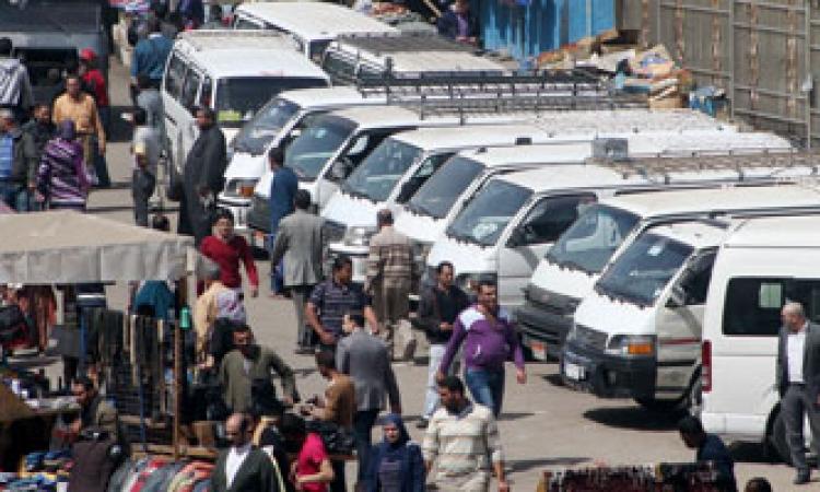 """شلل مروري جراء إضراب سائقي """"السرفيس"""" بالمنصورة"""