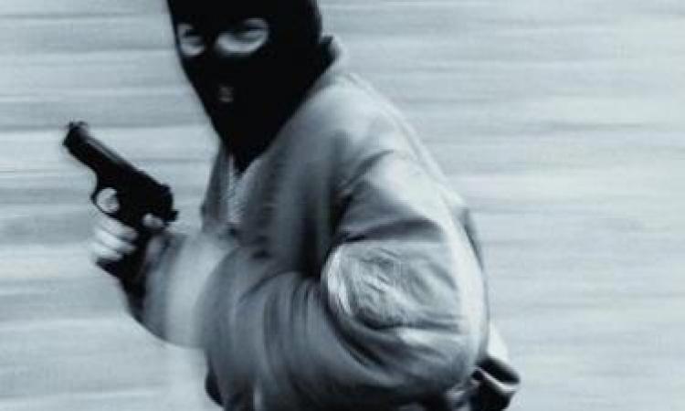 سرقة سيارة وبداخلها 130 ألف جنيه تحت تهديد السلاح بالمنوفية