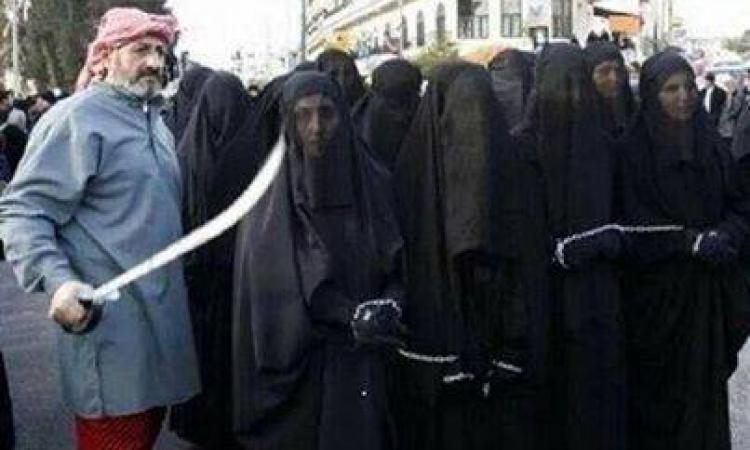 """بالصوت والصورة .. إستياء عارم علي مواقع التواصل بسبب صورة """" سوق الجواري"""