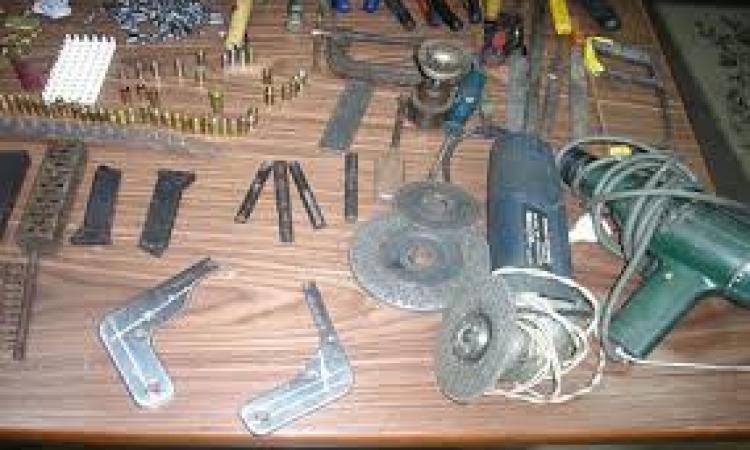 ضبط عاطل حول منزله لورشه لتصنيع السلاح بالفيوم