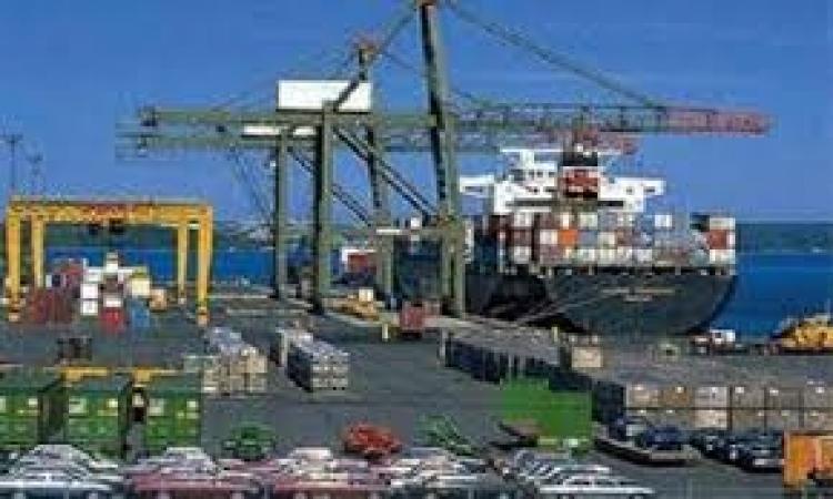 مواني السويس تستقبل 6500 طن بوتاجاز و3500 رأس جمل