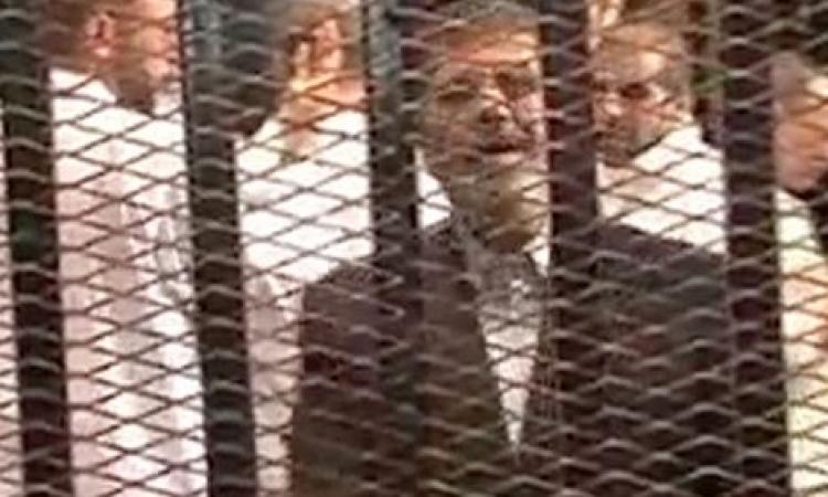"""مرسي لهيئة المحكمة """" لماذا تغلقون الصوت عني أتخشون من إتصال الرئيس بشعبه """""""