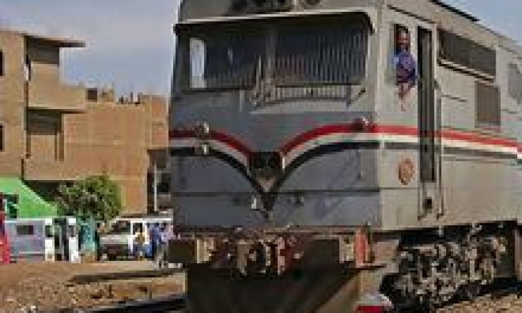 انحراف مسار قطار بضائع عن القضبان دون خسائر بشرية