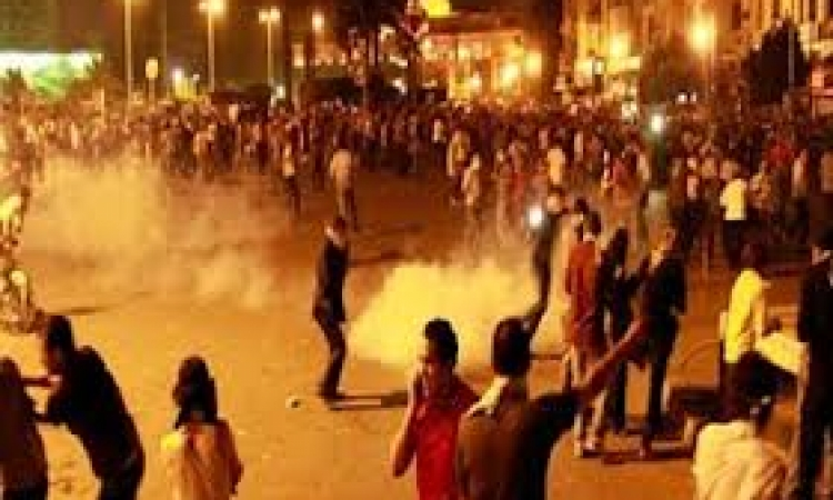 إشتباكات بين الأمن والمتظاهرين بشارع قناة السويس بالمنصورة