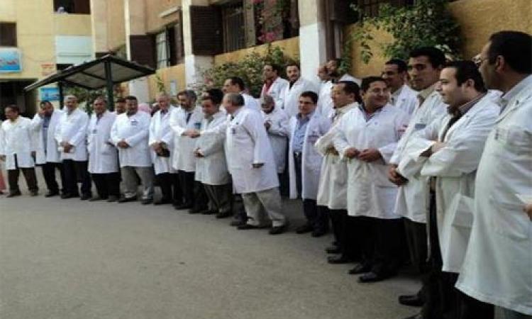 بالفيديو..  إضراب الأطباء والصيادلة مستشفيات بأسيوط