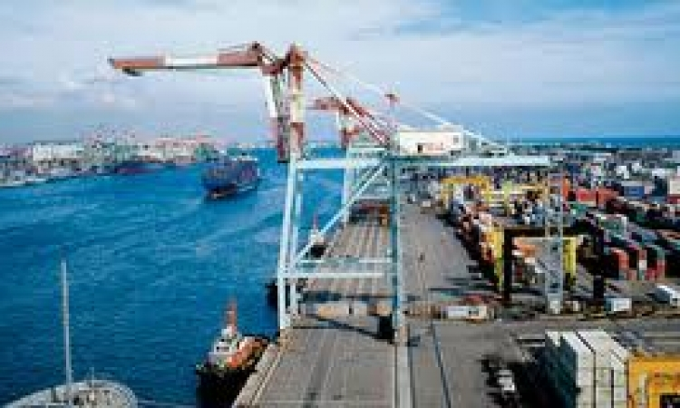 وصول 300 سيارة لميناء الإسكندرية على متن عبارة يونانية