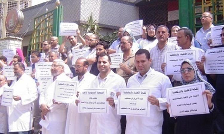 وقفه احتجاجية لحملة مستقبل وطن بقنا
