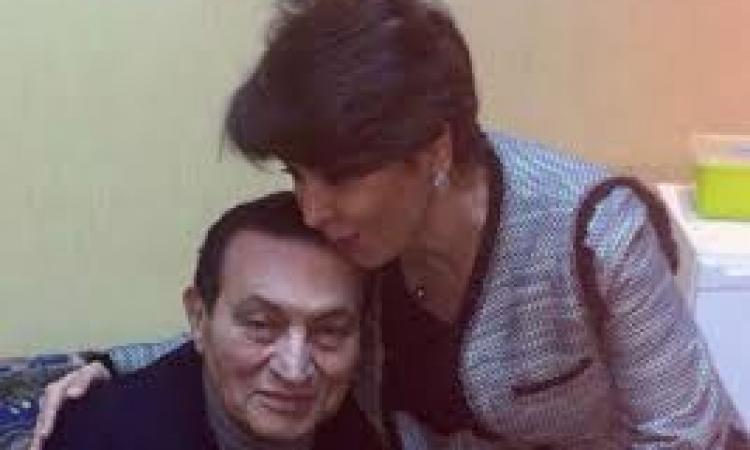 فجر السعيد تحذف تغريداتها حول لقاء مبارك وتعيد نشرها في اليوم التالي
