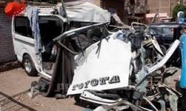 مصرع 9 أشخاص على الأقل وإصابة 6 آخرين في انقلاب سيارة بالمنيا