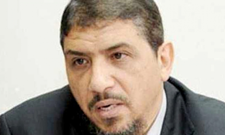 """يسري حماد: السيسي يريد الجمع بين """"الرئاسة والدفاع"""""""