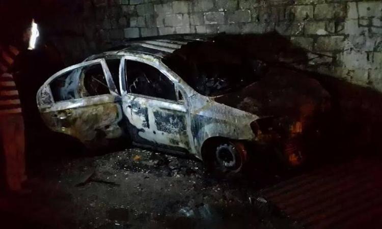 ننشر صور سيارتين وكلاء النيابة بعد احراقهم على يد مجهولون