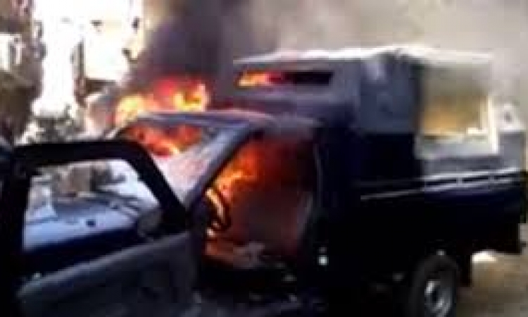 النيابة تأمر بسرعة التحريات حول حرق سيارة الشرطة بالهرم