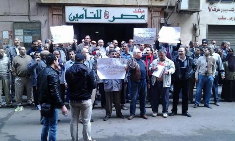 وقفة احتجاجية لعمال العقارية لاستصلاح الارضى للمطالبةبصرف رواتبهم المتأخرة