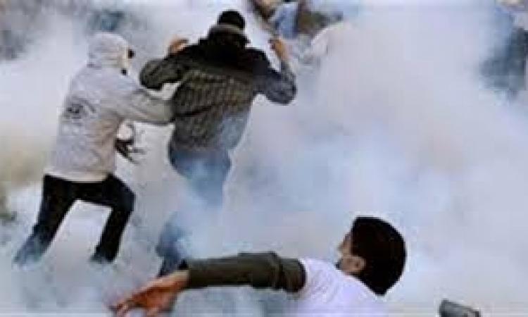 """الأمن يفرق طلاب """"إخوان عين شمس"""" باستخدام الغاز"""