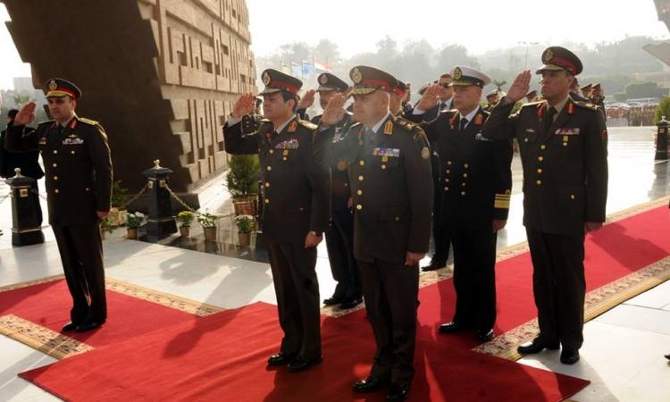 """بالصور .. """"السيسي"""" يضع اكليل الزهور علي النصب التذكاري لشهداء القوات المسلحة"""
