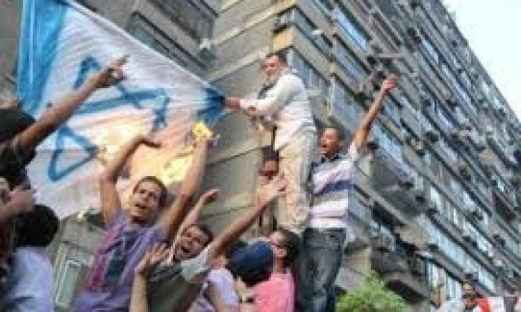 """نشطاء يتوافدون على ميدان الحرية للمطالبة بـ""""قطع العلاقات مع إسرائيل"""""""
