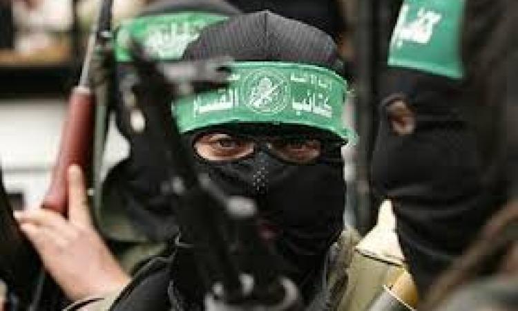 «القسام» تعلن إطلاق عشرات الصواريخ بينها اثنان على تل أبيب
