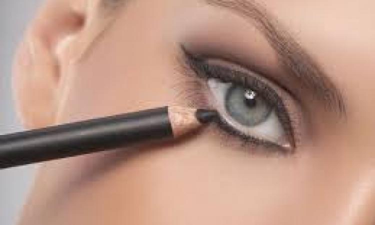 كيف تستخدمين الكحل ليبرز جمال عينيك