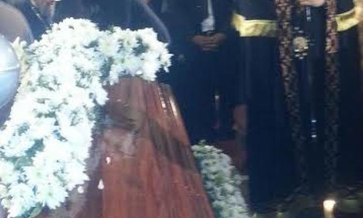 البابا تواضروس يصلي الجناز علي والدته بالكنيسة المرقسية بالإسكندرية