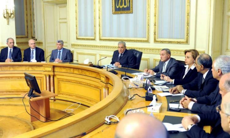 «الوزراء»: «محلب» يتنازل عن نصف راتبه الشهري استجابة لمبادرة الرئيس