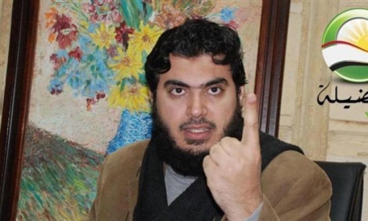 """قيادي بـ""""تحالف الإخوان"""" يدعو لرفع """"النسر"""" عن """"العلم"""" لأنه يشير إلى """"عسكرة الدولة"""""""