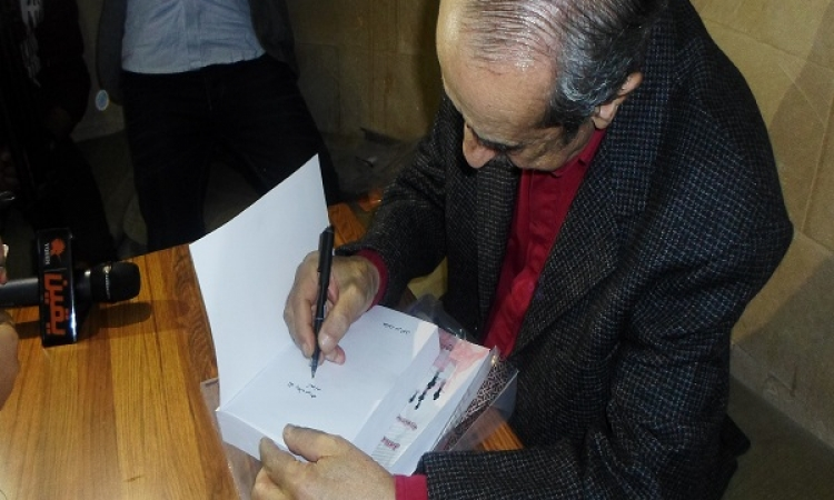 """حمدي قنديل يوقع """"عشت مرتي """"بمكتبة ألف"""
