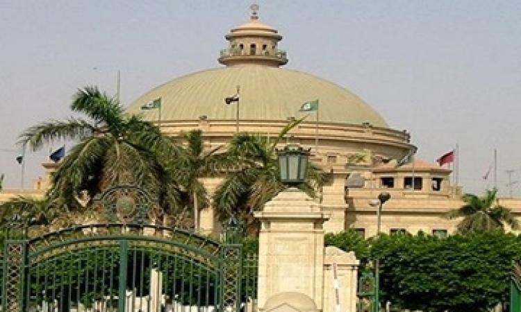 العشرات يتظاهرون أمام القبة بجامعة القاهرة للإفراج عن الطلبة المعتقلين