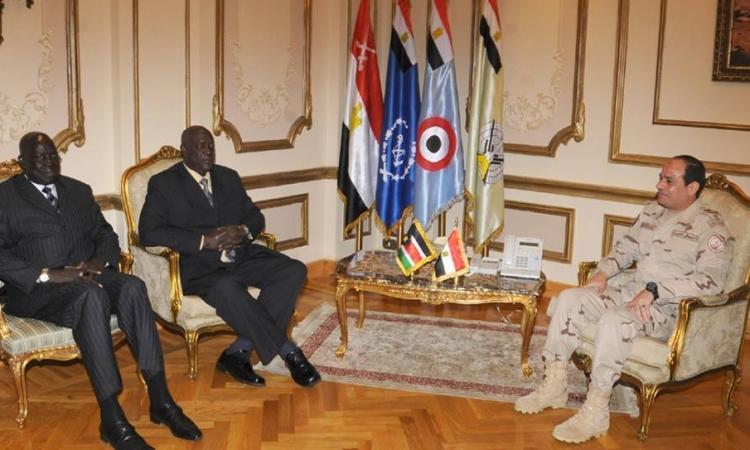 بالصور.. المشير السيسى يلتقي وزير الدفاع السوداني