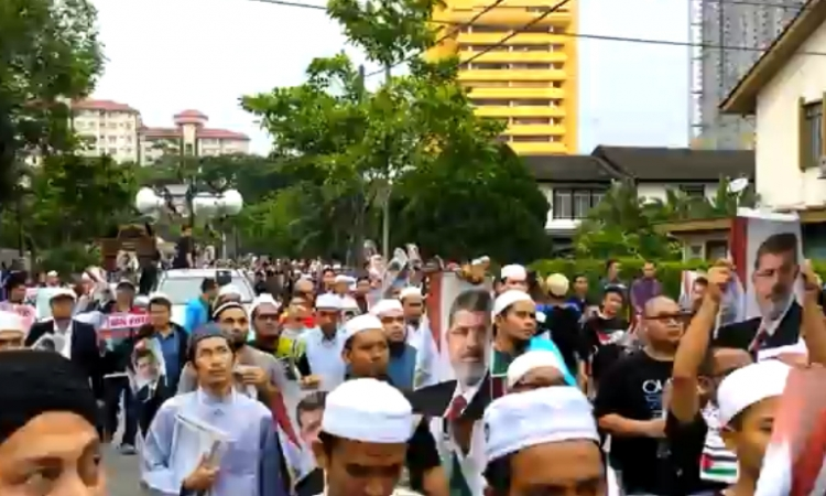 مسيرة رافضة للانقلاب العسكري بمصر بالعاصمة الماليزية كوالالمبور