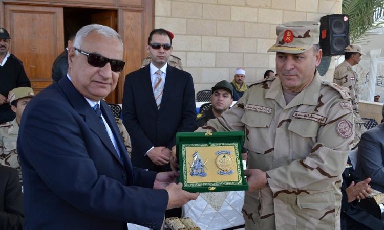 بالصور.. محافظ السويس يكرم عدد من أفراد الأمن في يوم المجند