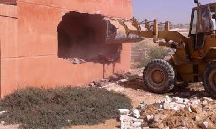 بالصور.. حملة إزالة موسعة على أراضي الآثار ببرج العرب